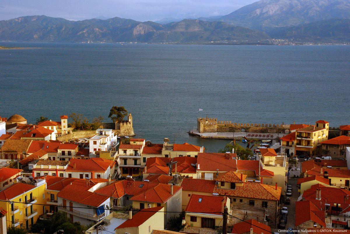Central Greece, Nafpaktos. Photo source: Visit Greece / K. Kouzouni