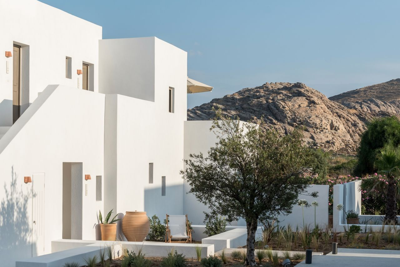 Parīlio, a Member of Design Hotels, was developed by Kanava Hotels & Resorts on Paros in 2019. Photo source: @Kanava Hotels & Resorts