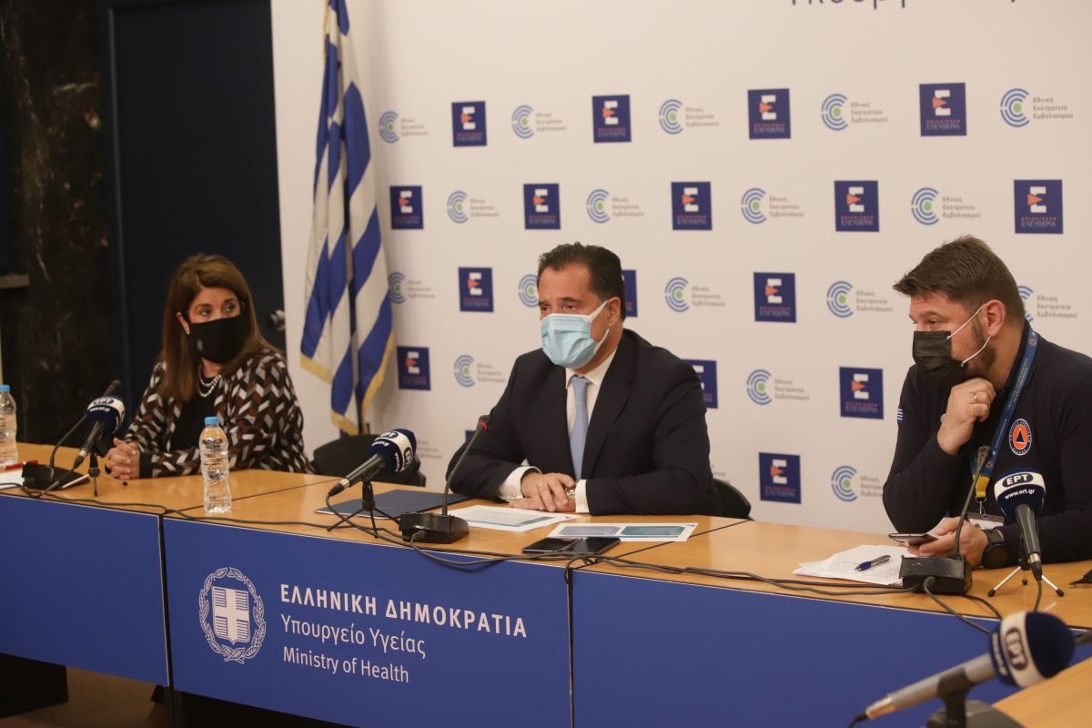 Professor of Paediatric Infectious Diseases at Athens University Vana Papaevaggelou, Greek Minister of Development and Investment Adonis Georgiadis and Greek Deputy Civil Protection Minister Nikos Hardalias. Photo source: Ministry of Development and Investment