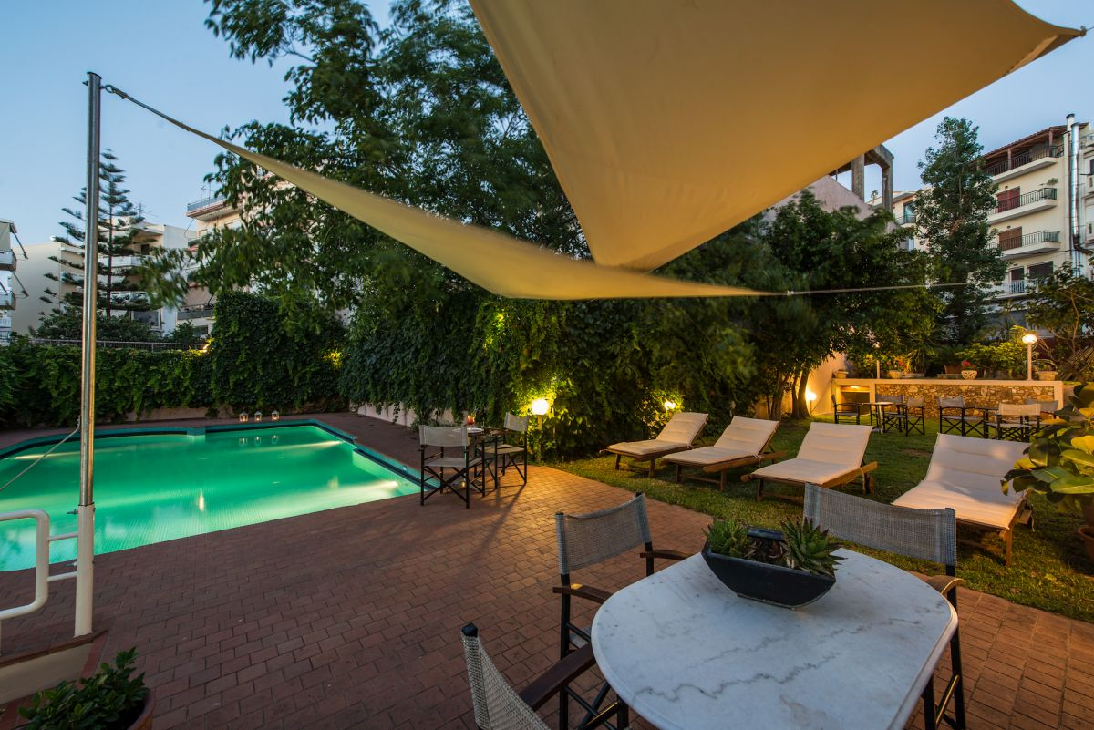 Akali Hotel, swimming pool.