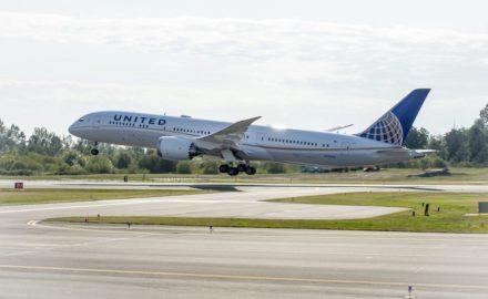 United, Boeing 787-8 Dreamliner.