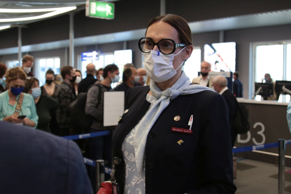 """Air France purser Lou Andréa Colliaux. In October 2020, Colliaux was named as l'Autre Cercle's Role Model in the """"LGBT+ Leader"""" category. l'Autre Cercle's Role Models are 95 professionals who have distinguished themselves with their actions in favour of the inclusion and visibility of LGBT+ people and are divided into four categories: LGBT+ directors, directors supporting the LGBT+ cause, LGBT+ leaders and young LGBT+ graduates."""
