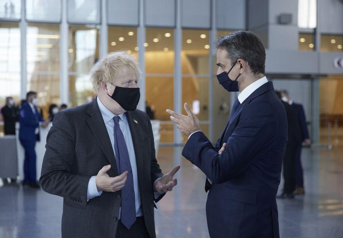 Greek Prime Minister Kyriakos Mitsotakis with his British counterpart Boris Johnson. Photo source: Greek PM's press office / Dimitris Papamitsos