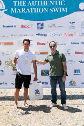 George Arniakos, the winner of the 10k with the Secretary General of Sports, Mr. George Mavrotas (photo by Dimitris Andritsos Photography@ Authentic Marathon Swim)