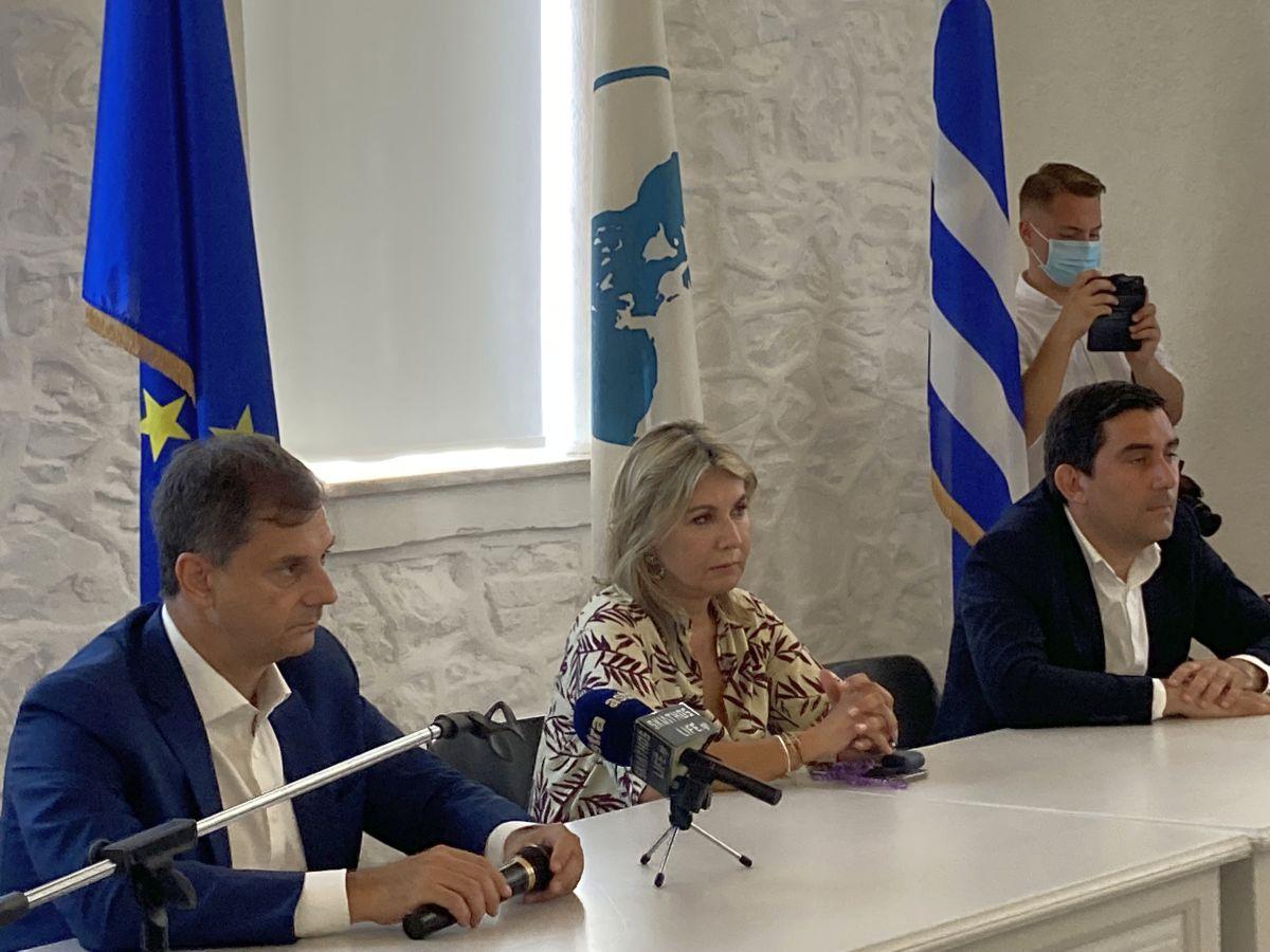 Greek Tourism Minister Harry Theoharis, Deputy Education Minister Zeta Makri and Skiathos Mayor Theodoros Tzoumas.