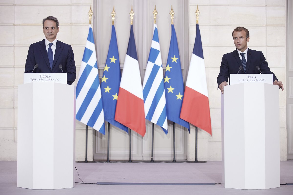 Mitsotakis, Macron Launch Greece Bicentennial Louvre Show | GTP Headlines