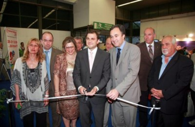 Chryssa Krassa, project manager of summer Holidays Expo; Themis Kartsiotis, chief councillor of Helexpo; Daphne Tsiamou, director of the GNTO of Macedonia-Thrace; Yiannis Kofinis, president of the GNTO; Aristotelis Thomopoulos, president of Helexpo; Babis Paliogiannidis, director of Rodos tourism promotion agency Protour; and Konstantinos Efthimiadis; president of tourism promotion committee of the Kavala Prefecture at the ribbon cutting ceremony of the third Summer Holidays Expo.