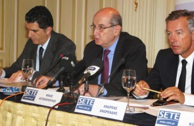 SETE's president, Nikos Angelopoulos, expressed his frustration and disappointment towards the attitude of Emporiki Bank, which he said would not accept checks issued by tourism businesses, suggesting that thy are not creditworthy. In a release Emporiki Bank denied this and expressed its support for the tourism sector.