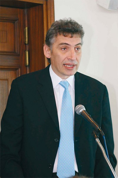 Mayor of Piraeus Panagiotis Fasoulas announced that the Municipality of Piraeus would organize a discussion in regards to the subject in the spring of 2009.