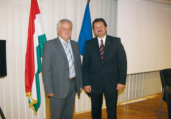 Konstantionos E. Konstantinidis, honorary consul of the Republic of Hungary for Crete and Ambassador of Hungary to Athens, Jozsef Toth. According to Mr. Konstantinidis, Crete has grown to become one the most favorite destinations of Hungarians and the island will participate at Utazas 2009 with an emphasis on local unions.