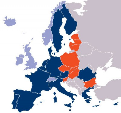 Nine new countries (red) are added to the existing 15 (blue) and expand the Schengen area.