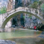 The stone bridge of Portitsas in the mountains of Grevena was built in the late 18th century. With a length of 34 meters, it crowns the Venetiko river and was the sole passage between the villages Monachiti and Spilaio.