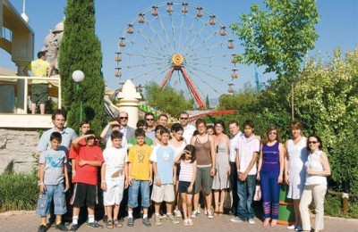 Skyteam's 8th anniversary, which was held at the Allou Fun Park in Athens. Along with the 15 children from the SOS village were (top left): George Daskalakis, Educator of SOS Villages Vari Attikis; George Zermas, Delta Air Lines Commercial Director for Greece & Cyprus; Nikos Kachtitsis, CSA Agencies Account Manager; Petros Papadakis, Manager of SOS Villages Vari Attikis; Thanassis Cavdas, Korean Air Sales Manager; Iro Passa, Delta Air Lines Account Manager; Antonis Rossolatos, Air France Commercial Director for Greece & Cyprus; Hara Mitsotaki, Athens International Airport Public Relations Manager; Katerina Pollatou, Athens International Airport Airline Marketing Communications & Marketing Dept. Manager and Anny Katsouli, Public Relations Manager of SOS Villages Vari Attikis.