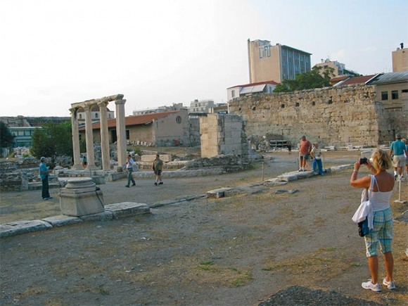 Tourists are enthused with Greece's archaeological sites, however, according to local consumer associations they also file a plethora of complaints in regards to tourism services.