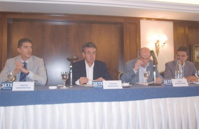 President of the association (center) Stavros Andreadis at the press call.
