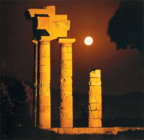 Temple of Apollo at the Acropolis of Lindos, Rodos, by night.