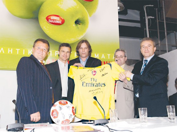 Paul Shipwright, spokesperson for Arsenal; Christof Warzycha; Dimitris Spyropoulos; Spyros Constantas, mayor of Palini; and Dimitris Provatas, president of the Greek Arsenal Fan Club.