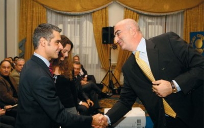 Tourism Development Minister Aris Spiliotopoulos is greeted by the president of the association, George Tsakiris.
