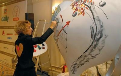 The painter Eva Koliopantou during her live performance.