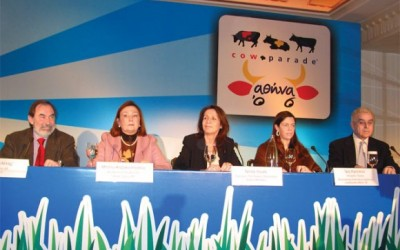Takis Meletis, vice president of Goldair; Betty Kazakopoulou, managing director of Asset Ogilivy; Nitsa Loule, president of the City of Athens Culture Organization; Iris Kritikou, coordinator of CowParade Athens 2006; Ioannis Papadatos, president of Together with Children.