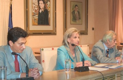Alexis Galinos, ATEDA's managing director at the press conference with Fani Palli-Petralia, minister of tourism, and Athens Mayor Theodoros Behrakis.
