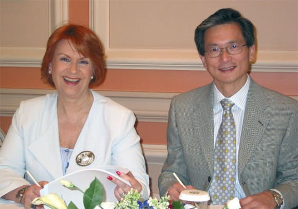 Carol Marriott, president and managing director of Best Western Greece, signs a new 10-year representation agreement with Best Western International President David Kong.