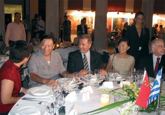 Tourism Minister Dimitris Avramopoulos (center) with Olympic Games delegation from China.