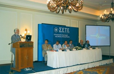 Deputy Development Minister Dimitris Georgakopoulos presents his views on tourism employment. At the panel to his left: George Dracopoulos, manager of the Association of Greek Tourism Enterprises; Leonidis Karathanasis, president of the tourism employees union; Christos Polyzogopoulos, president of the workers federation; Stavros Andreadis, president of the Association of Greek Tourism Enterprises; and association board members George Vernicos and Nikos Angelopoulos.