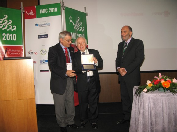 The IMIC-SITE Greece Award of Excellence was awarded to IMEX Exhibitions President Ray Bloom (center) for his contribution to the development of the industry.