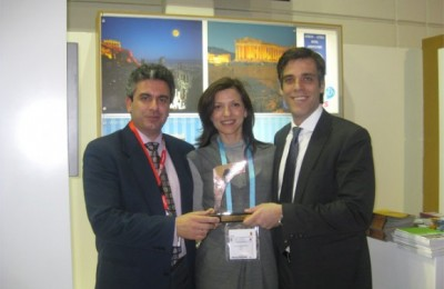 Pictured with the Golden City Gate award is Athens Convention Bureau Director, George Angelis; ATEDCo Public Relations Director Kalliopi Andriopoulou; and ATEDCo CEO Panagiotis Arkoumaneas.